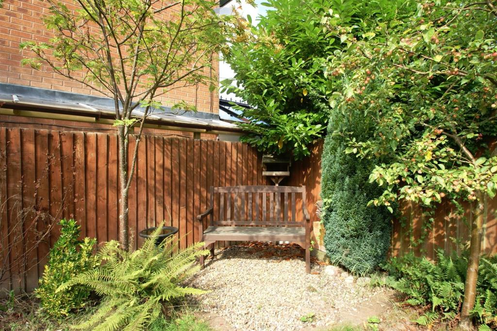 Bench Garden 1.JPG