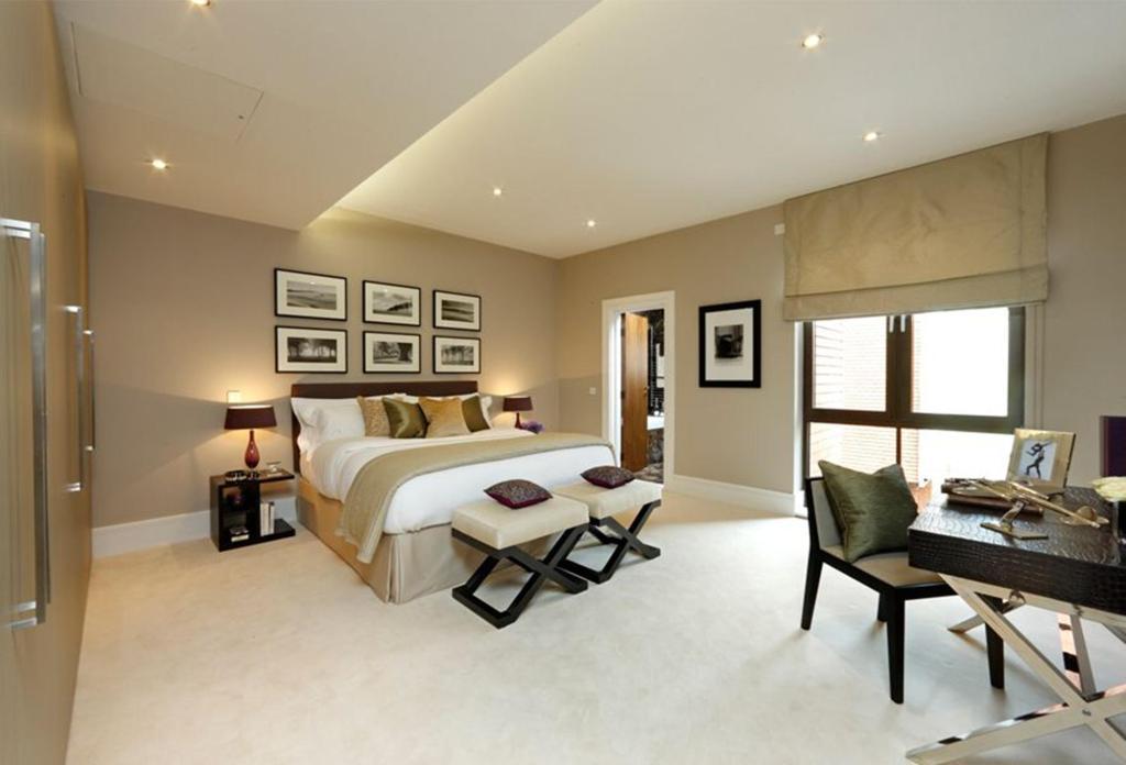 Beige roman blind bedroom design ideas photos