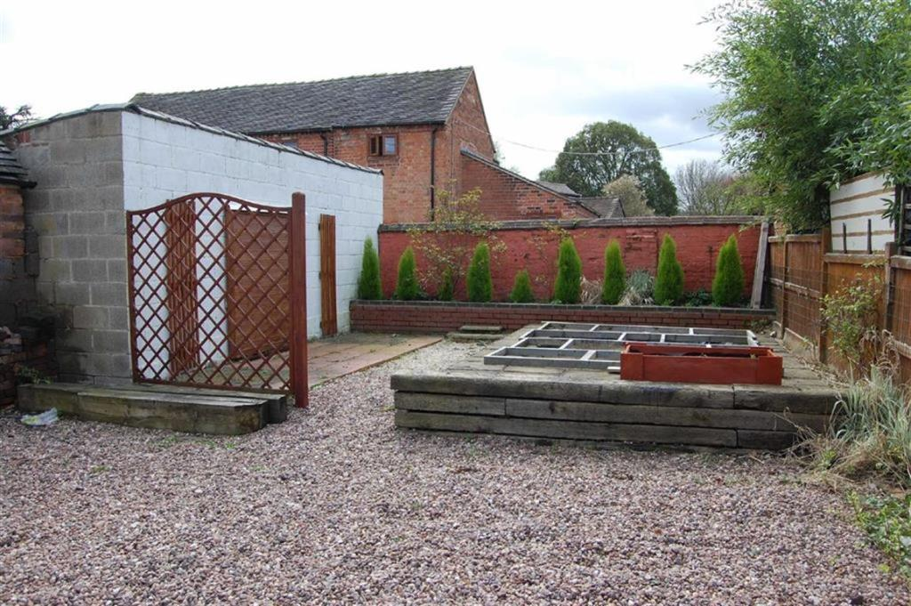 2 bedroom cottage for sale in horse fair rugeley ws15 for Best bathrooms rugeley
