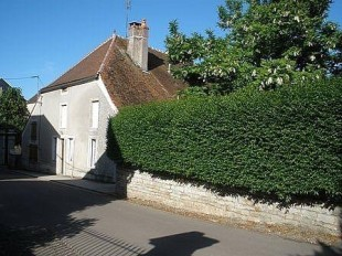 6 bedroom Village House for sale in Burgundy, C�te-d`Or...