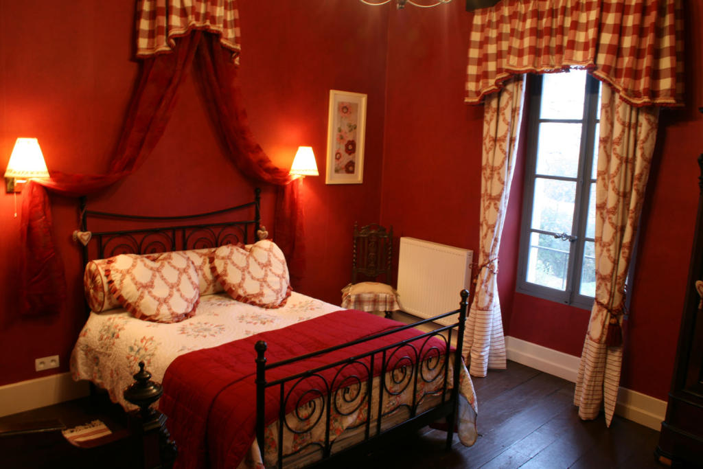 Double bedroom design ideas photos inspiration for Red and gold bedroom designs