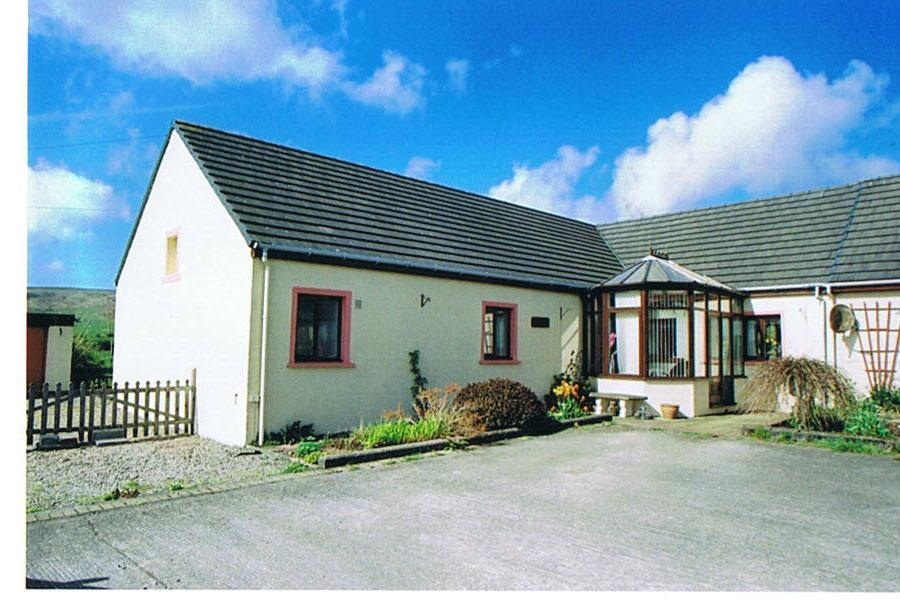 3 bedroom bungalow for sale in chiskan cottages southend for Cottages and bungalows for sale