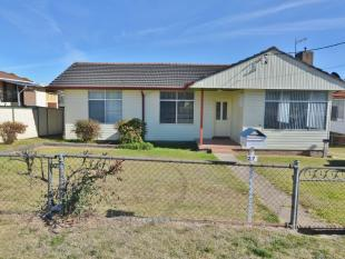 3 bed house in 27 Lyon Parade...