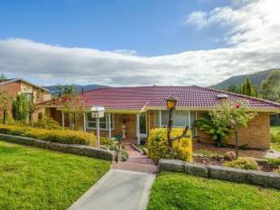 3 bedroom property in 8 Hill Range Crescent...
