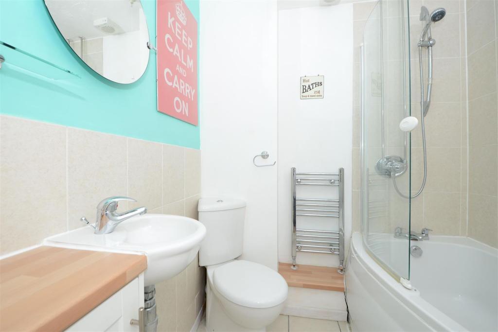 62 Shaw Drive bathro