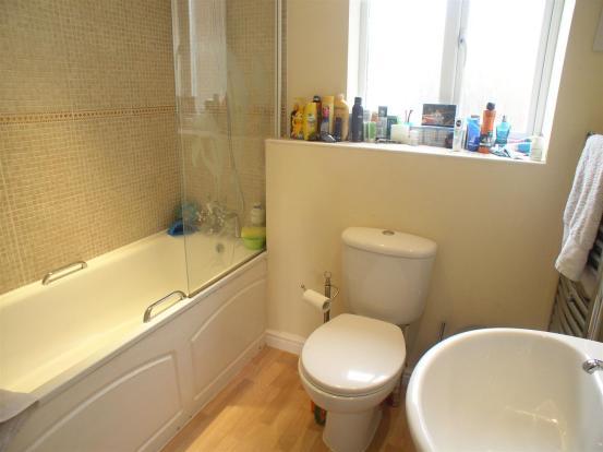 3 Montpellier bathro