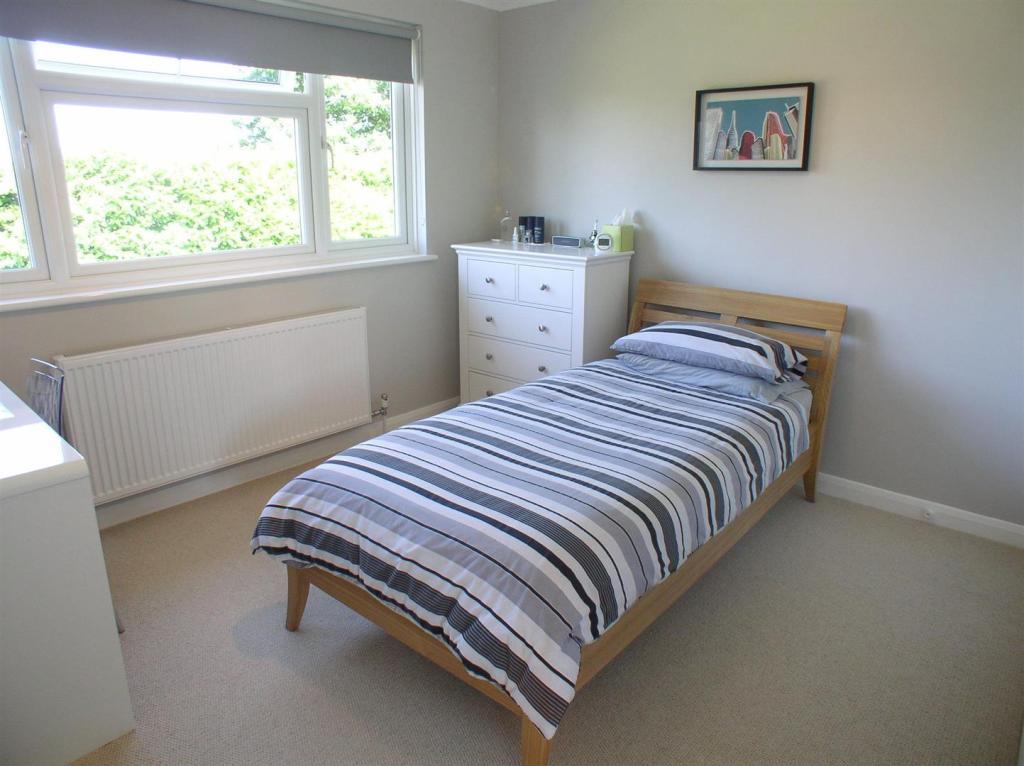 28 St Martins bed3.j