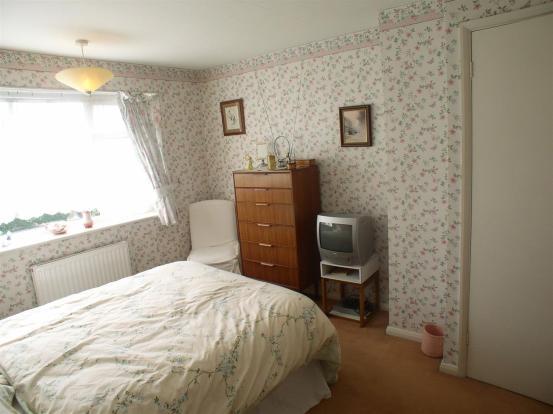 9 Hurtwood Road bed