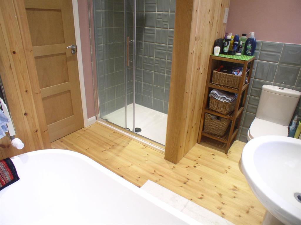 23 Shaldon Way bath2