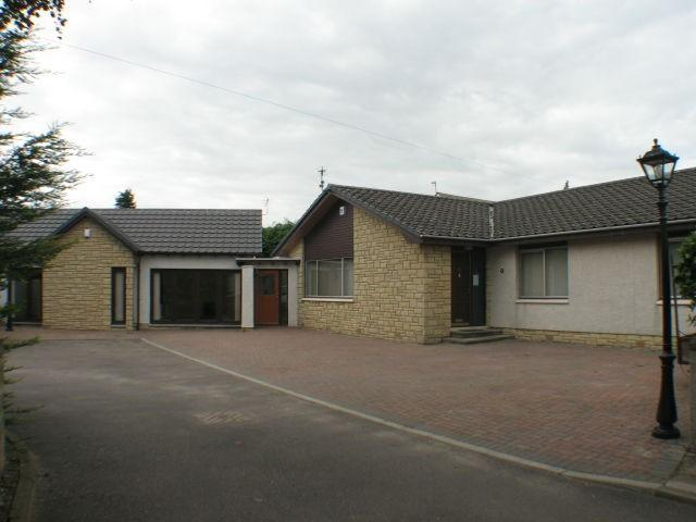 <p>Main house and linked detached bungalow</p>