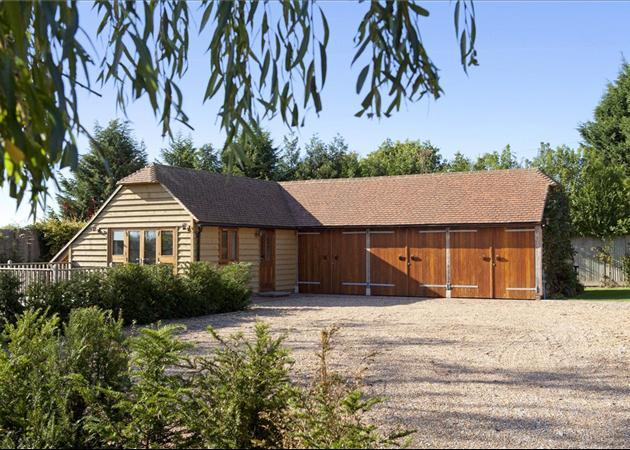 6 bedroom house for sale in five fields lane four elms for Annexe garage
