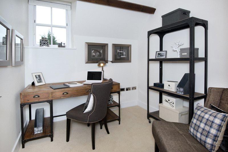 Bedroom / Study (Sh)