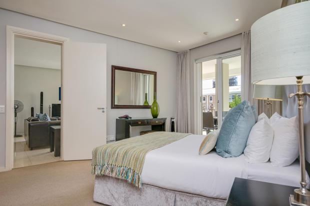 Main Ensuite Bedroom