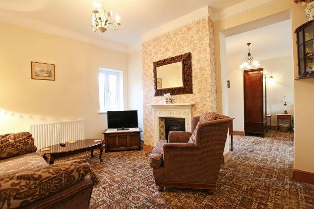 Suite 2- living room