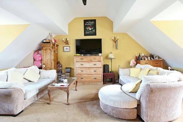 Suite 5- living room