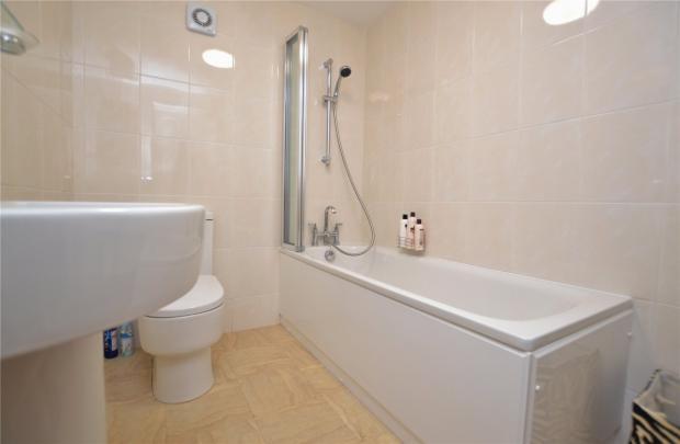Family Bathroom 11