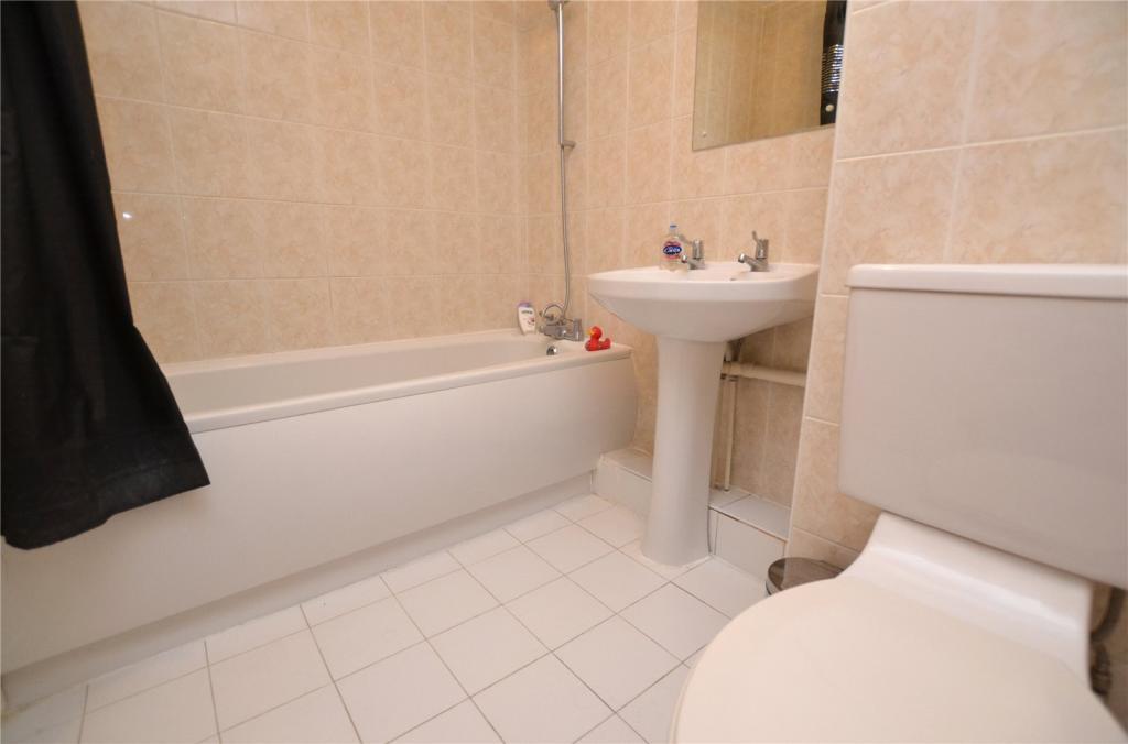 Family Bathroom 9