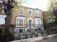 Flat to rent in Lordship Park...