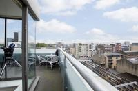 Apartment to rent in Downham Road, London, N1