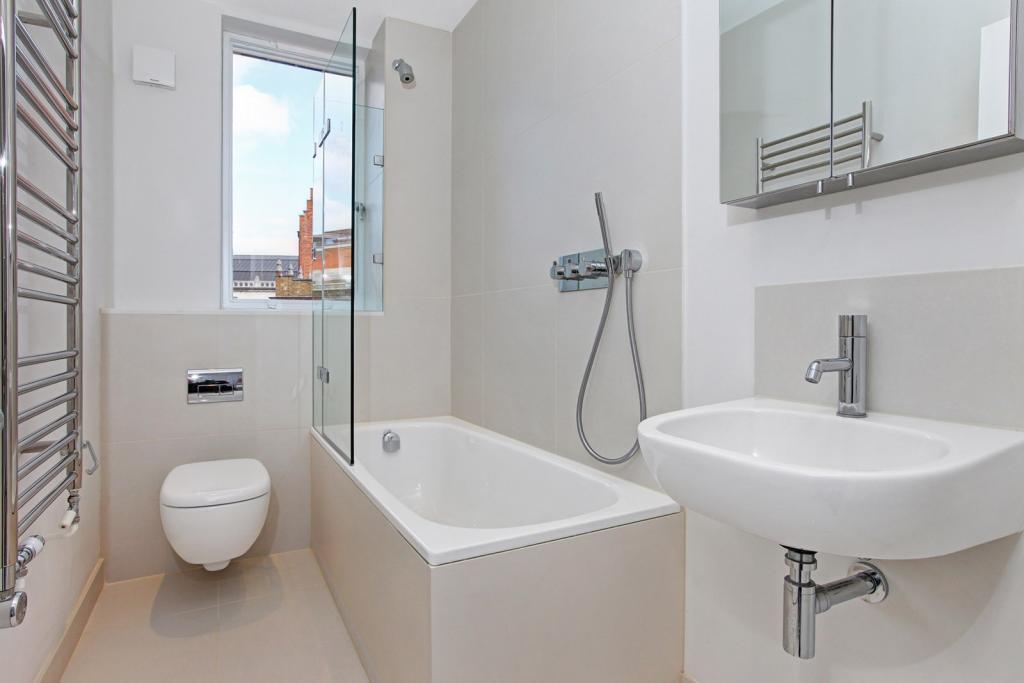 Bathroom 6d, 1-6 Slo