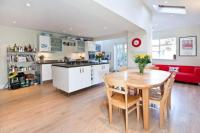 5 bed Terraced property for sale in Alderbrook Road, London...