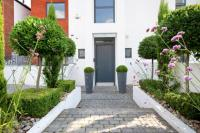 5 bedroom semi detached home for sale in Sudbrooke Road, London...