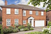 4 bedroom Detached property in Manor House Drive...
