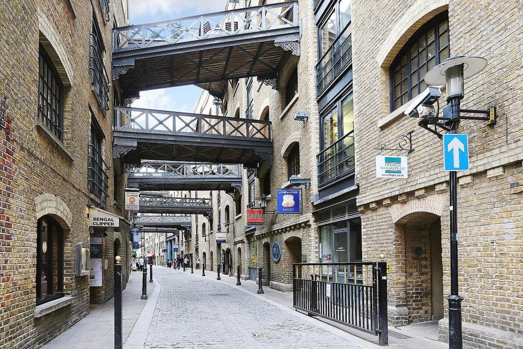Shad Thames,Local