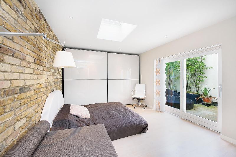 Butlers Wharf,Master Bedroom