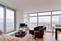 2 bedroom Flat in Pan Peninsula Square...