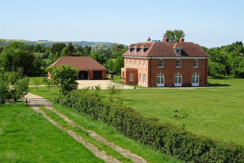10 bedroom detached house for sale in seend road worton devizes