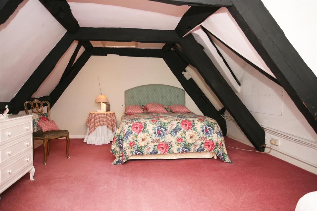 bed eaves.jpg
