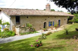 Detached property in Poitou-Charentes...