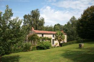 Detached house in La Caillère-St-Hilaire...