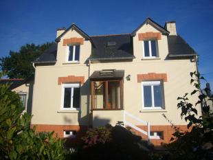Detached house in Maël-Carhaix...