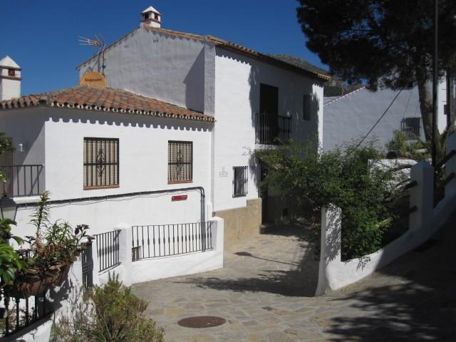 2 bedroom Town House for sale in Casares, Málaga...