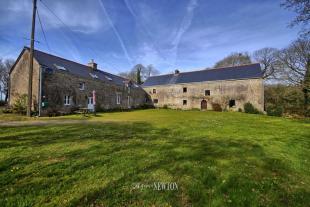 7 bedroom house for sale in PONTIVY, 56310, France