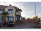 Studio flat in Links Road, Neasden...