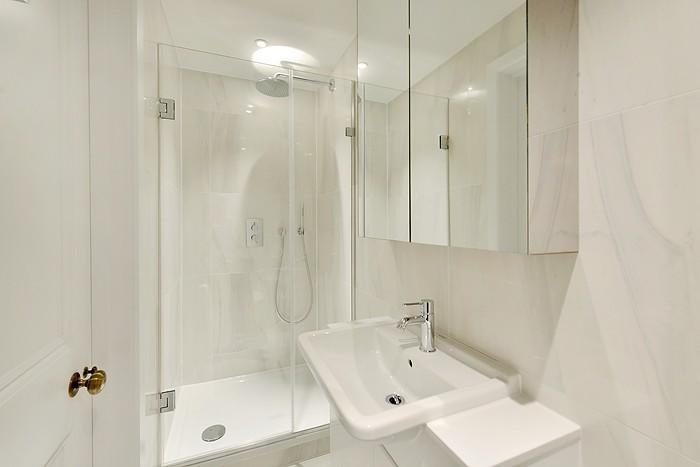 Shower room in Oakle