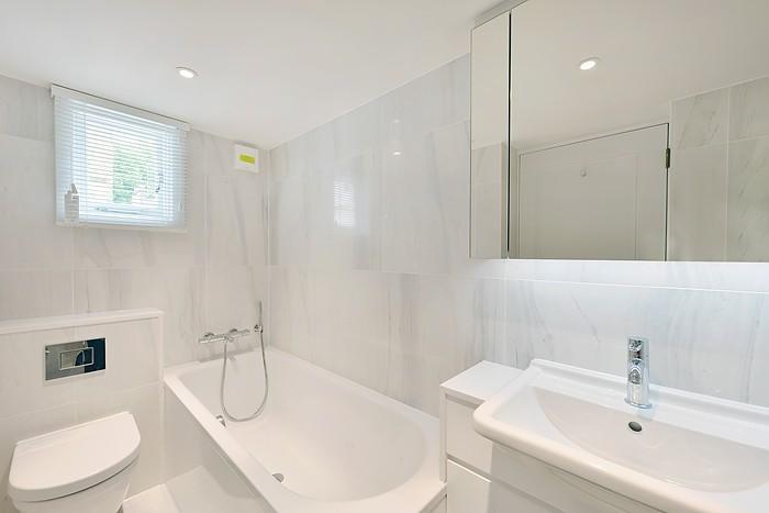 Bathroom in Oakley G