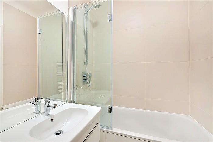 Bathroom in Sloane S