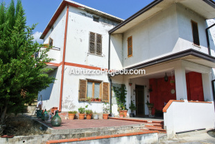 4 bed Detached house in Abruzzo, Chieti...