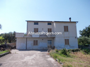 5 bedroom Detached property for sale in Abruzzo, Chieti...