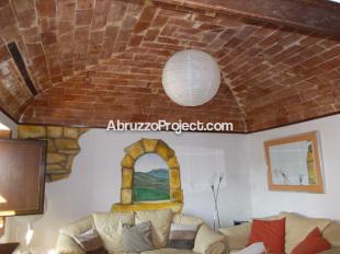 Town House in Abruzzo, Chieti, Filetto