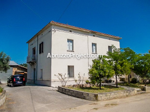 Detached home for sale in Abruzzo, Chieti, Orsogna