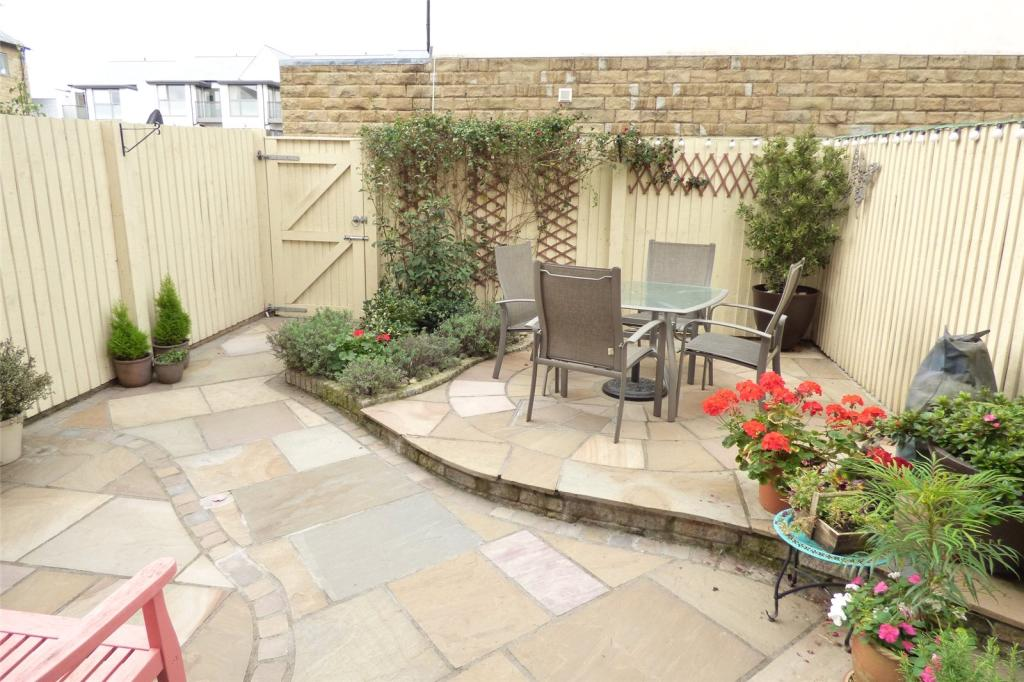 Rear Courtyard Garde