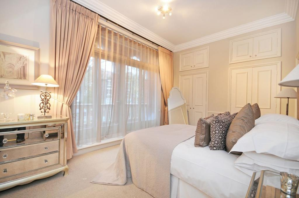 Master Bedroom (Main