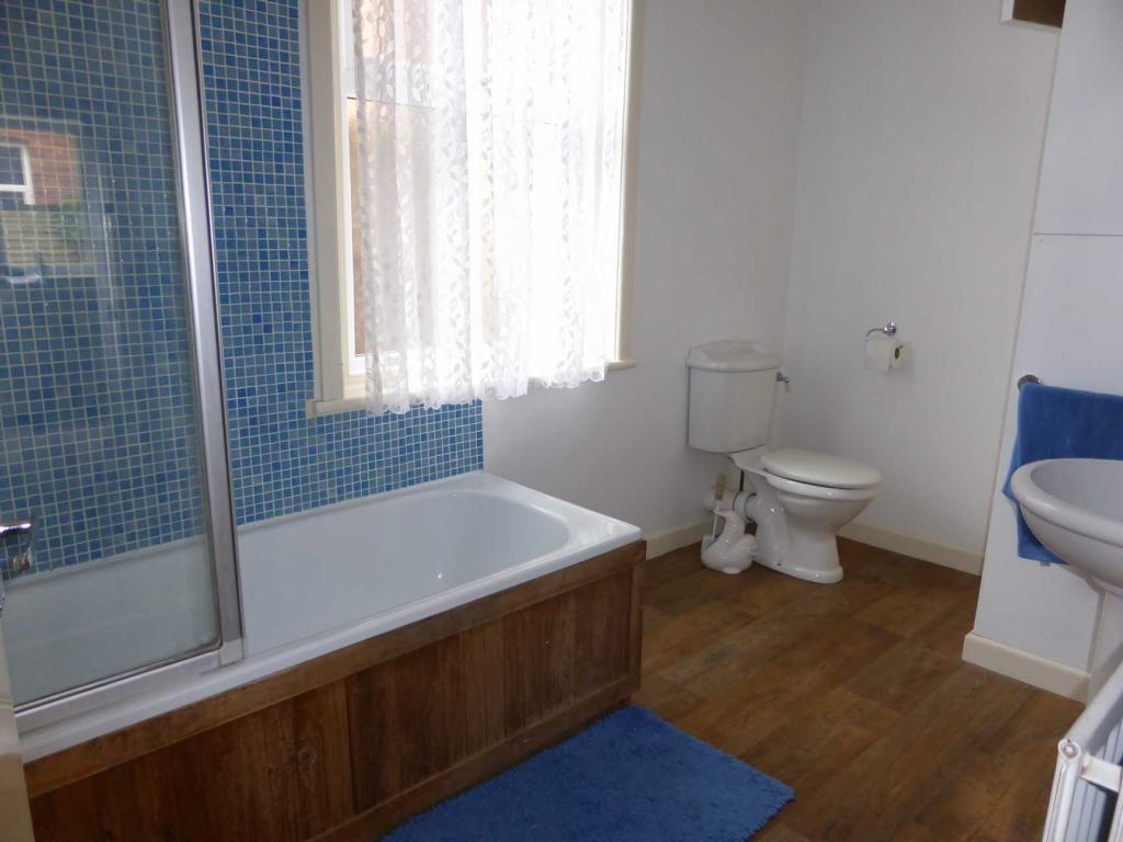 Flat 5 Bathroom