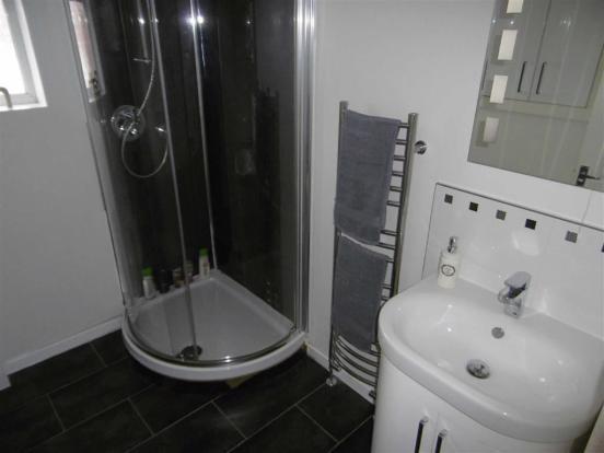 Shower room w.c