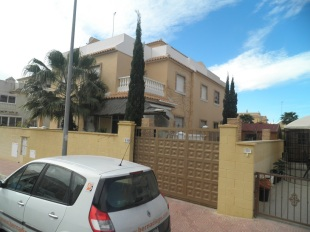 3 bed semi detached house in Valencia, Alicante...